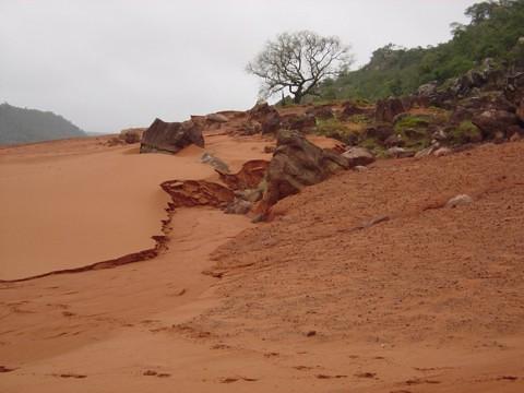 Estima-se que pelo menos seis mil hectares da zona rural estejam tomados pela areia em todo o estado. - Créditos: Roberto Verdum