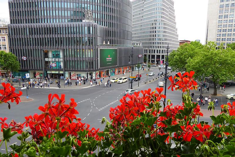 Blick vom Café Kranzler auf den Kudamm