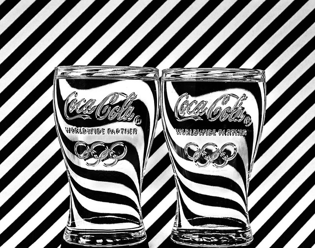 Water lines effect in Coca Cola glass
