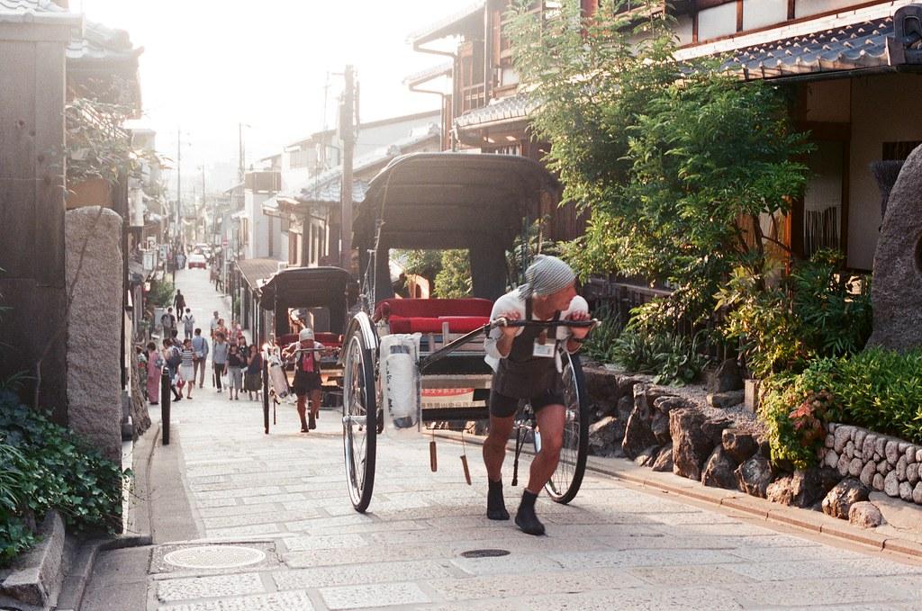 黃昏 清水寺 京都 Kyoto 2015/09/23 清水寺是上坡!但還是這樣拉上來了,有的時候真的很佩服!  Nikon FM2 Nikon AI Nikkor 50mm f/1.4S AGFA VISTAPlus ISO400 0948-0016 Photo by Toomore