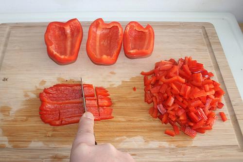 13 - Paprika in Streifen schneiden / Cut bell pepper ins stripes
