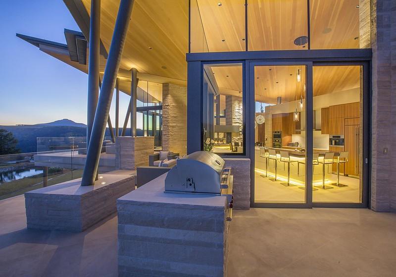 Стеклянный дом в горах Колорадо