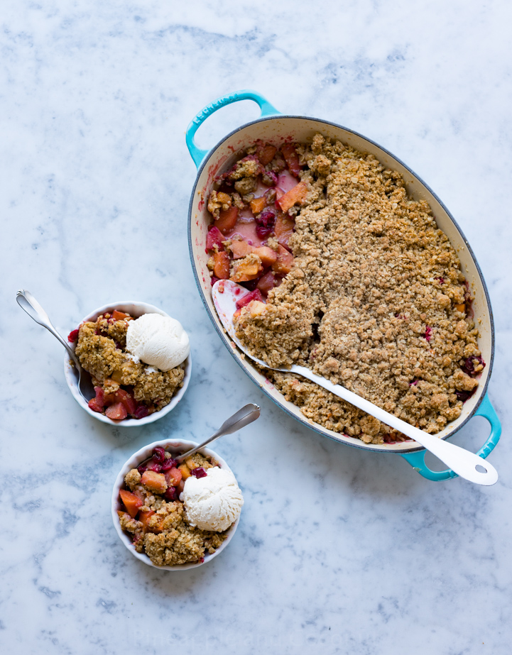 Quince, Cranberry and Persimmon Crisp www.pineappleandcoconut.com #ChristmasWeek