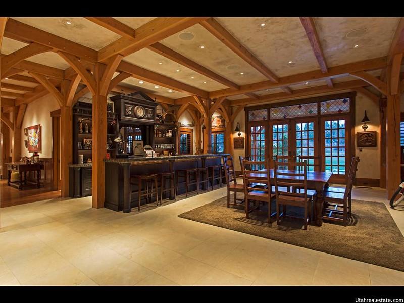 Собственный бар внутри особняка в Юте