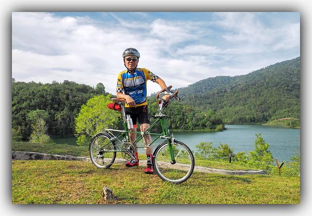 d'Cyclist & d Alex MoultonBike