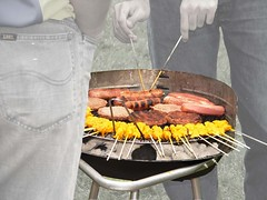 outdoor grill(1.0), grilling(1.0), barbecue(1.0), meat(1.0), churrasco food(1.0), food(1.0), dish(1.0), cuisine(1.0), barbecue grill(1.0), cooking(1.0),