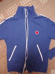 sports uniform(0.0), t-shirt(0.0), polar fleece(1.0), clothing(1.0), sleeve(1.0), outerwear(1.0), sportswear(1.0), blue(1.0),