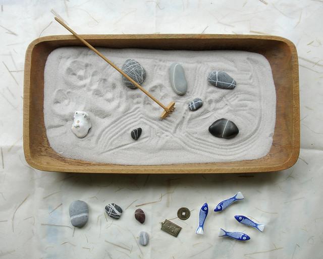 miniature zen garden with cat footprints flickr photo sharing. Black Bedroom Furniture Sets. Home Design Ideas