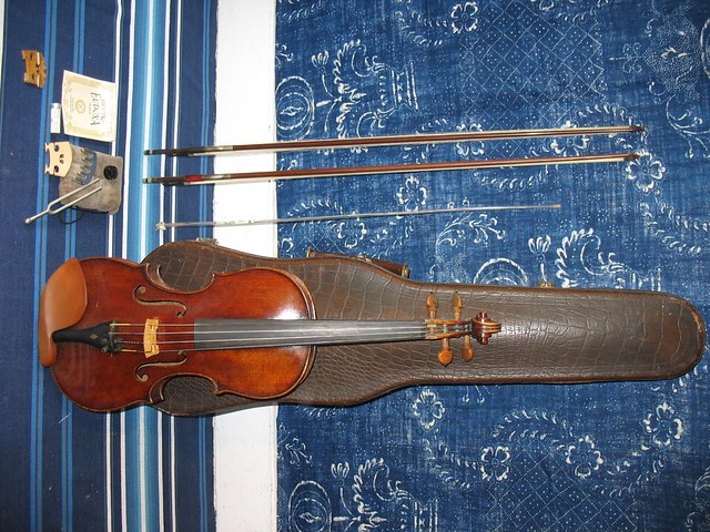 Gotz violin vintage gotz german violin handmade faux for Housing works thrift shop auctions