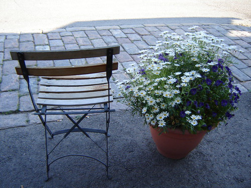 chairs in the centre of Helsinki by amnellanna
