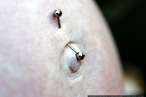 piercing extension for pregnant bellybutton    MG 0288