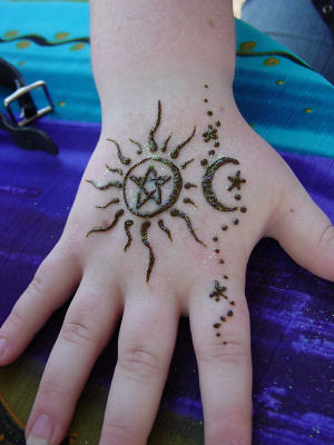 229687877 09a6c318d9 jpgSun And Moon Henna Designs