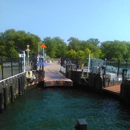 Preparing to dock #toronto #torontoislands #wardsisland #ferry