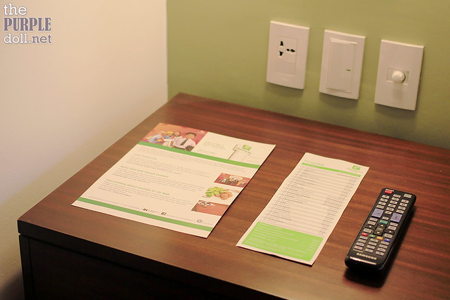 Holiday Inn & Suites Makati Deluxe Bedside