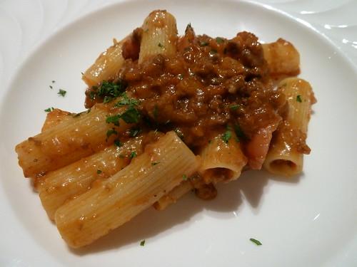 ボローニャ風ラグーソースとサルシッチャのリガトーニマカロニ