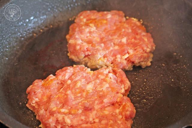 Hmburguesas de cordero con salsa de yogur www.cocinandoentreolivos.com (6)