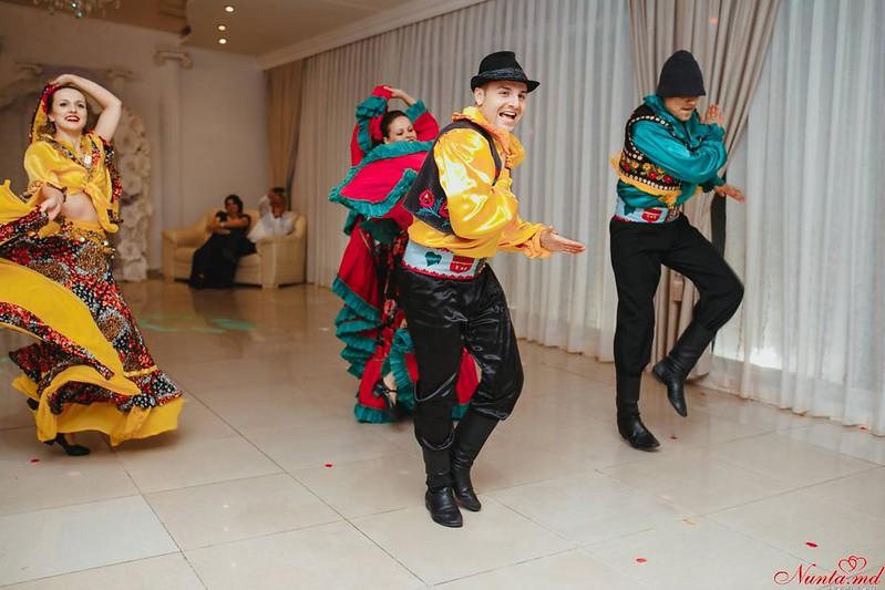 Dansatori la diferite ceremonii!!! > Foto din galeria `Despre companie`