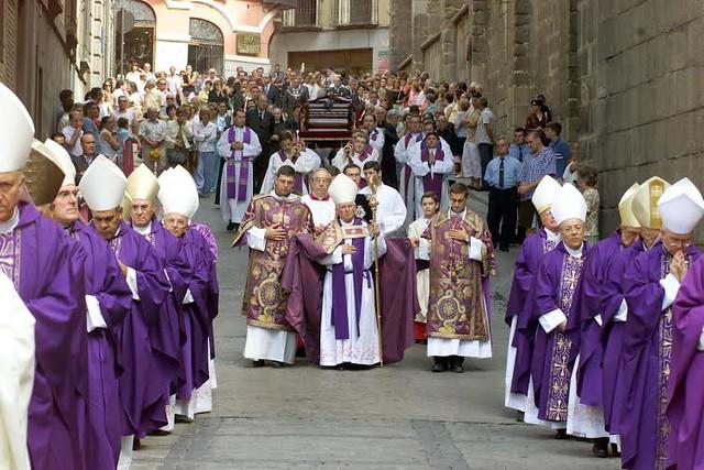 Entierro del Cardenal Marcelo González Martín el 28 de agosto de 2004. Foto de Jesús Carvajal para EFE