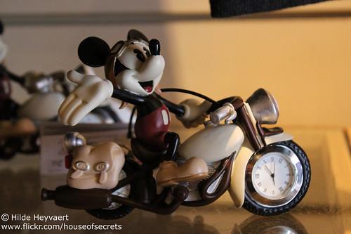 Motorist Mickey clock