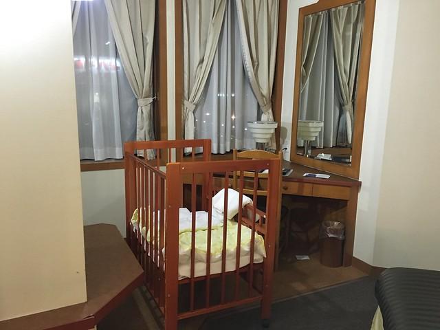 飯店幫我準備了嬰兒床XD@克里歐法庭博多飯店Clio Court Hakata Hotel, 日本九州福岡(FUKUOKA / HAKATA)
