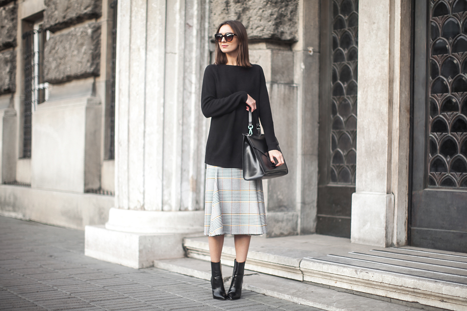 long-sweater-midi-skirt-ankle-boots-outfit-street-style