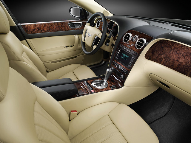 Интерьер Bentley Continental Flying Spur 2005 года