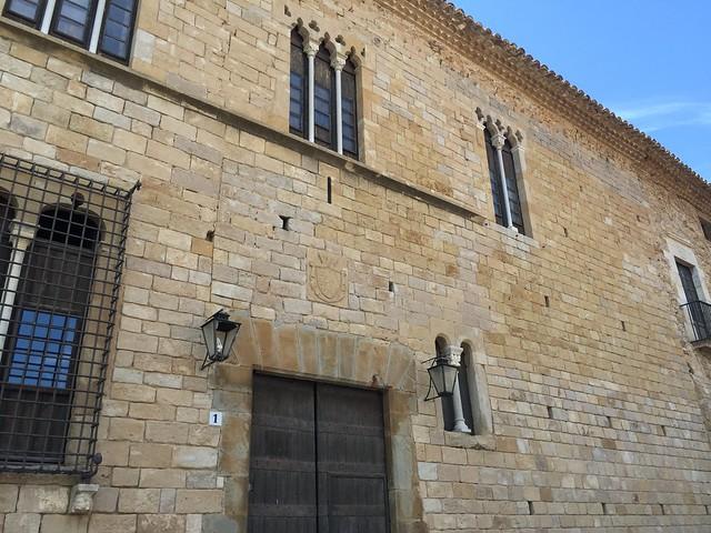 Fachada del castillo-palacio de Peratallada, pueblo medieval de la Costa Brava