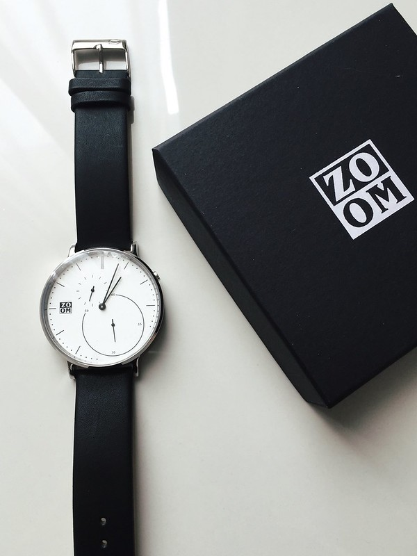 Zoom minimalist watch