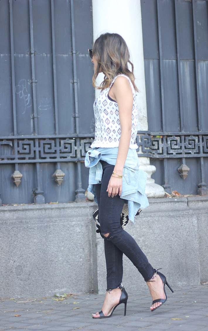 Black Ripped Jeans Tribal Top clutch summer outfit02
