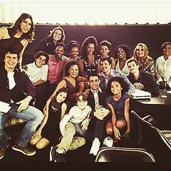 Elenco viu junto último capítulo... #AplausoBlogAuroradeCinema #Babilônia #TVGlobo #ficção #novelasdas21 #GilbertoBraga @redeglobo #Projac #PlimPlim #teledramaturgiabrasileira