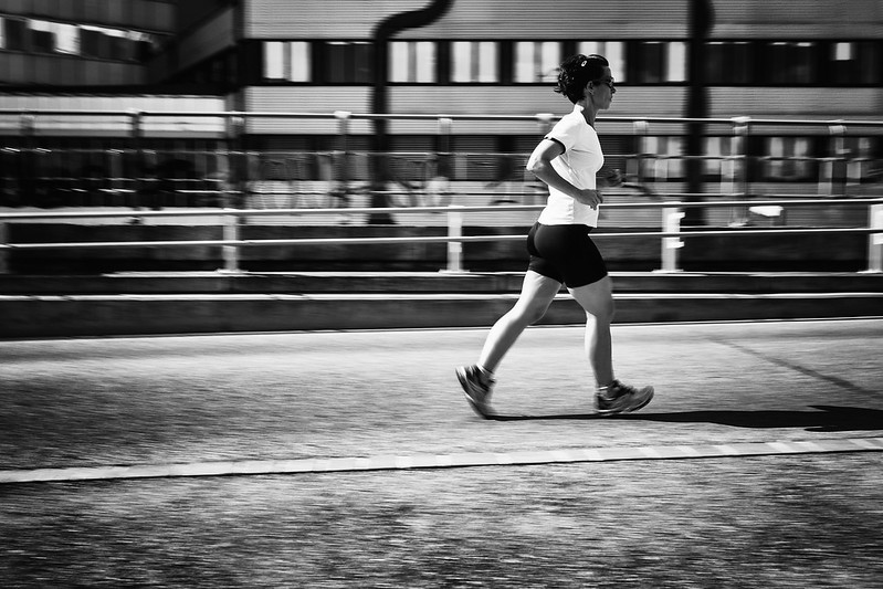 Photo:jogging (panning) By:d26b73