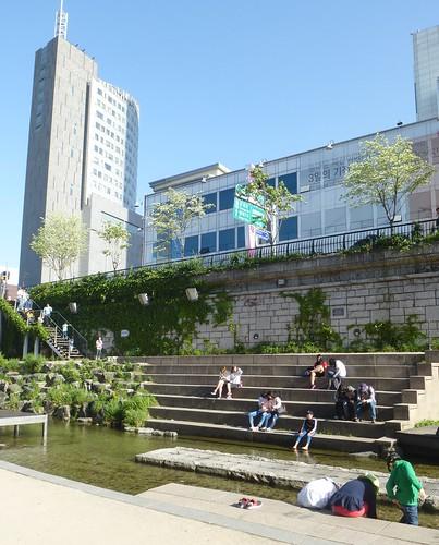 Co-Seoul 2-Cheonggyechen-Canal (1)a