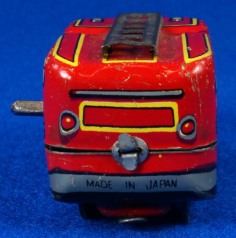 RD10081 Vintage Wind Up Tin Miniture Fire Truck Made in Japan DSC08369
