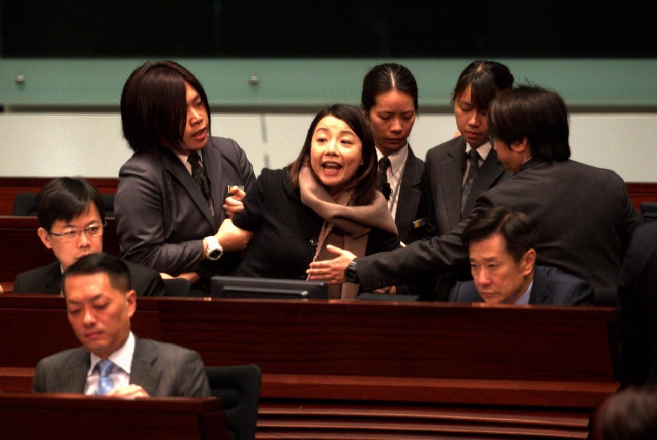 劉小麗在議會上播出一段錄音,被主席梁君彥驅逐離場。(資料圖片)