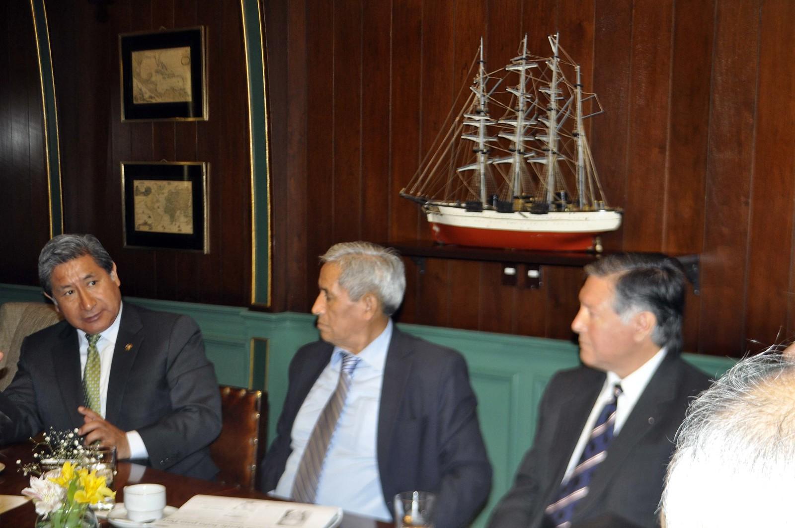 Reunión de peruanos migrantes en el Club de la Banca