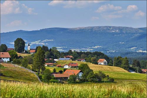 Der Dreisesselberg hinter Breitenberg
