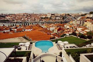 http://hojeconhecemos.blogspot.com.es/2013/10/sleep-hotel-yeatman-porto-portugal.html
