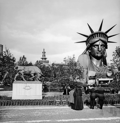 1878 ... Statue Of Liberty - display: Paris