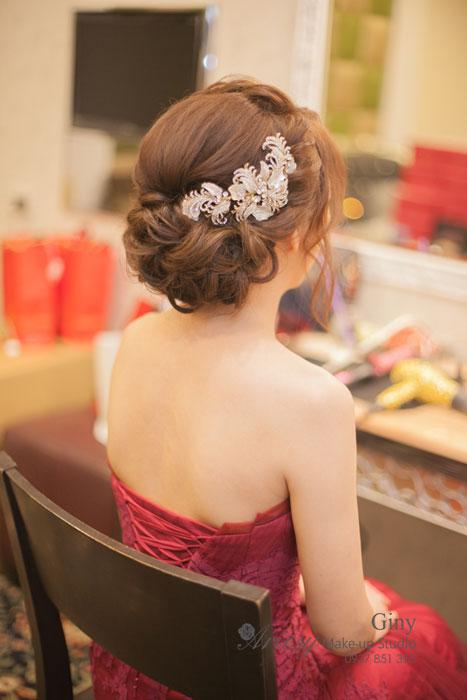 Giny,台北新娘秘書,Ariesy造型團隊,清透妝感,推薦婚宴造型,空氣感編髮,線條蓬鬆盤髮,歐美手工飾品,新秘修剪劉海,訂婚造型