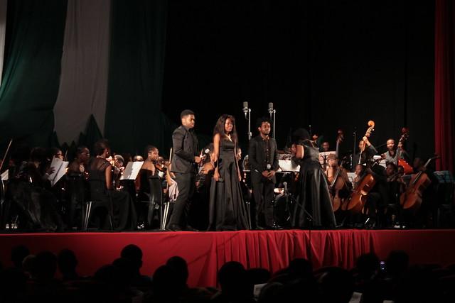 Eduardo Mondlane -yliopiston orkesteri ja laulusolistit esittivät Marta Massangon johdolla yli 20 kappaletta vuoden loppukonsertissa Centro Cultural Universitário -salissa marraskuussa 2015. Sellistien kanssa oli upea harjoitella ja esiintyä.