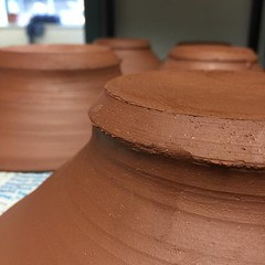 Close up. #redclaylove. Carved out a few studio hours yesterday..... #iusceramics #clay #looksgoodenoughtoeat #terracotta #makingpots