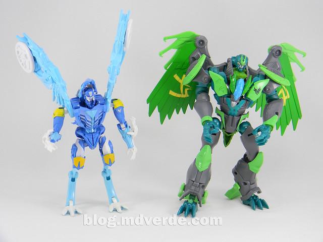 Transformers Skystalker Deluxe - Transformers Prime Beast Hunters - modo robot vs Grimwing
