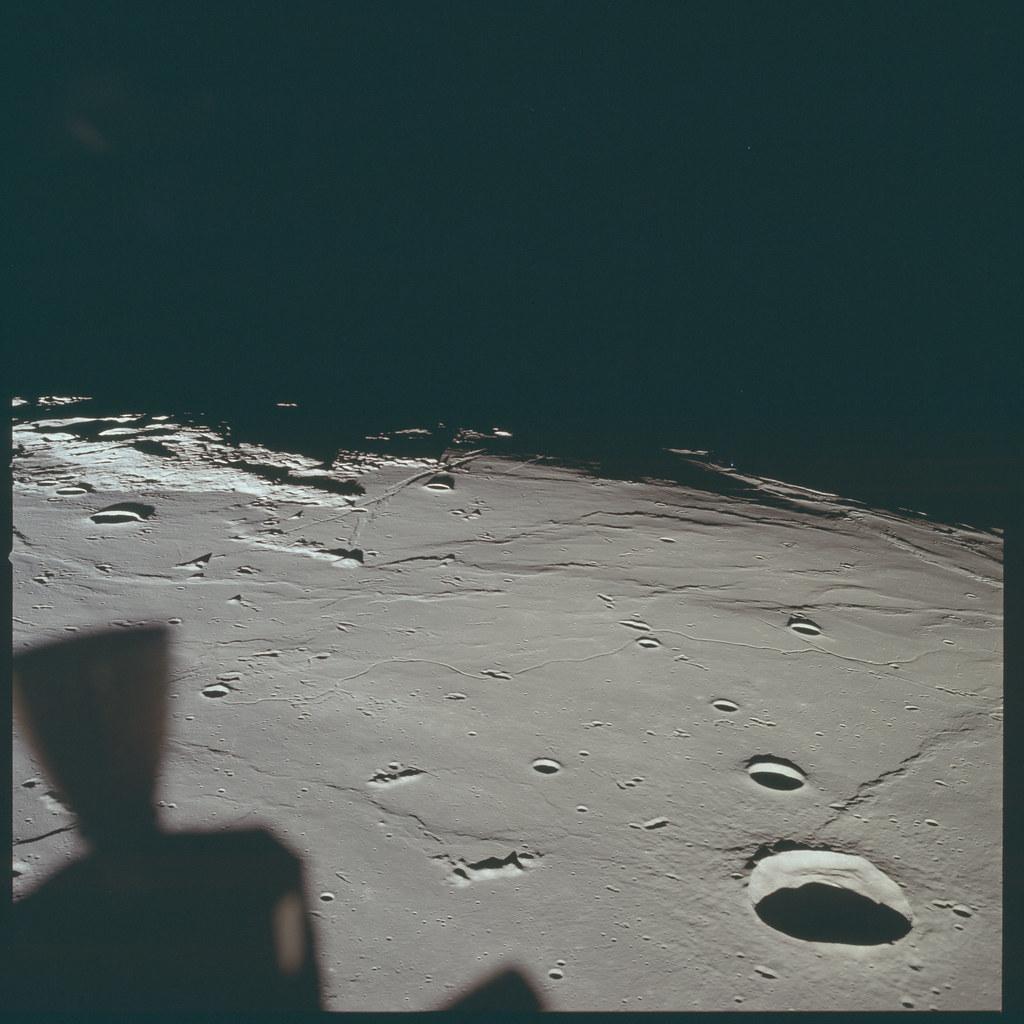 AS11-37-5437