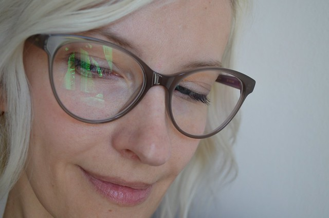 ace & tate AW15 glasses ella in greyhound grey closeup looking down