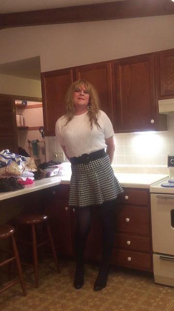 Milf In Short Skirt Pics