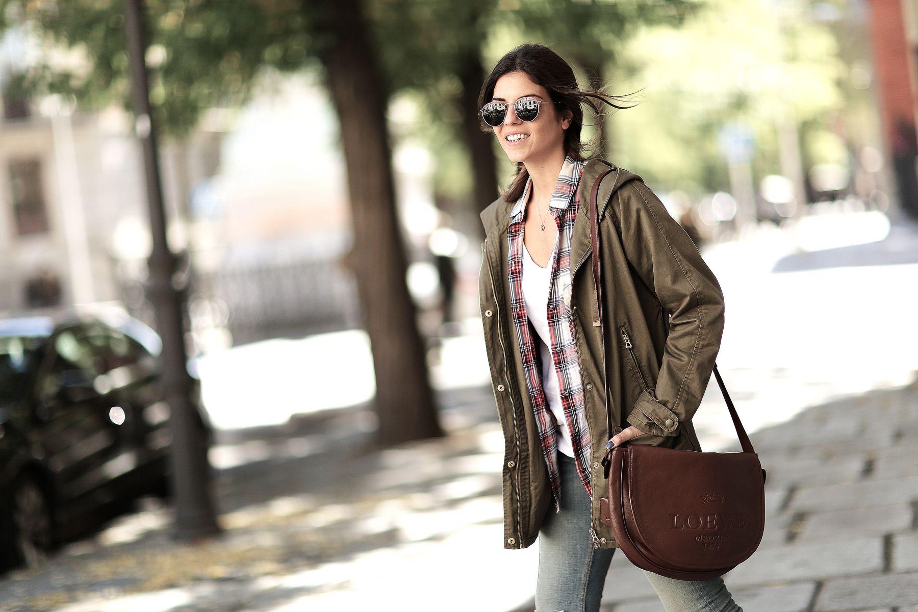 trendy-taste-look-outfit-street-style-trekking-tendencia-botas-parka-camisa-cuadros-plaid-shirt-fall-otoño-8
