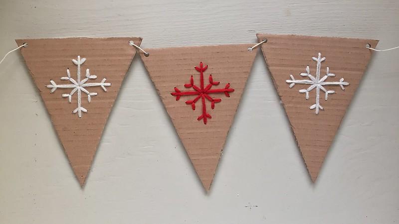 tutorial-decorazione-fai-da-te-Natale-ghirlanda-festone-bandierine-ricamo-fiocco-di-neve