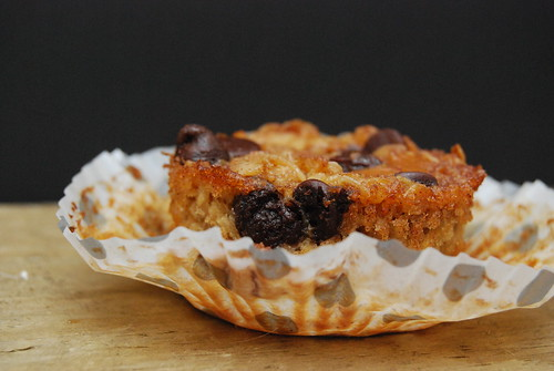 Peanut Butter and Chocolate Chip Oatmeal Cup-001