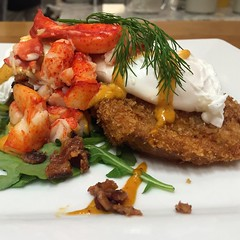 #cookingschool #stonewallkitchen #brunch poached eggs on fried green tomatoes with bacon, lobster and a spicy remoulade! :heart:️ a huge hit!