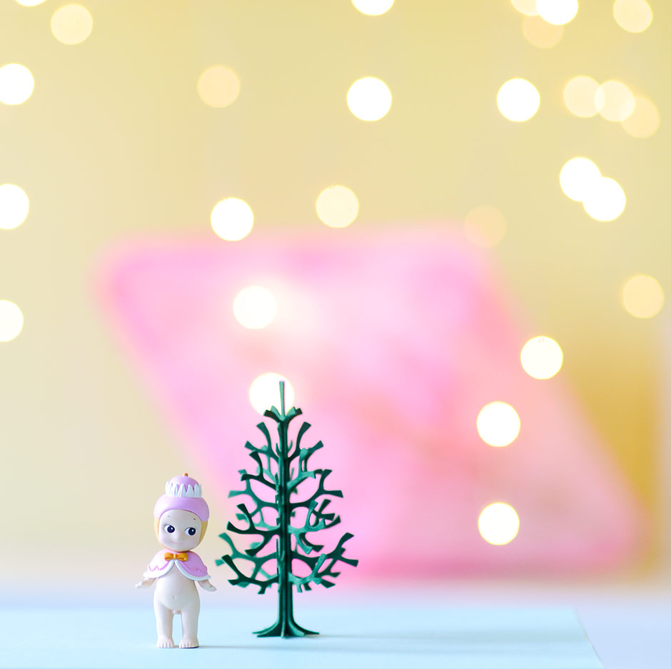 How to style photos: Sonny Angel with Lovi plywood tree and bokeh lights